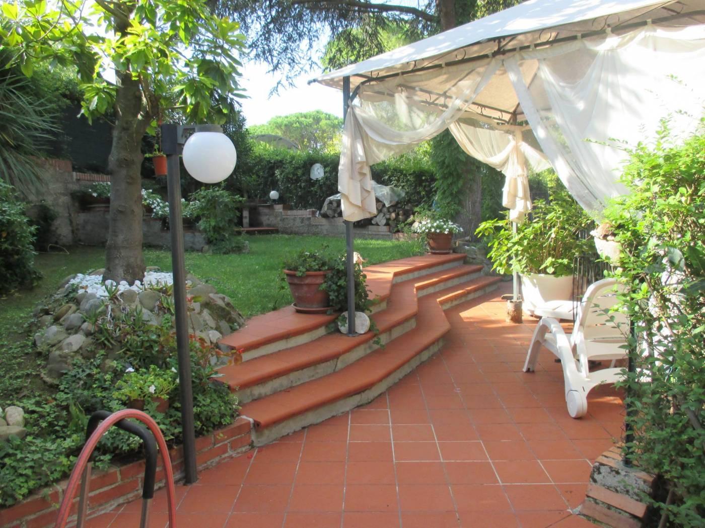 Villa plurifamiliare via dell'Usignolo, Pesaro