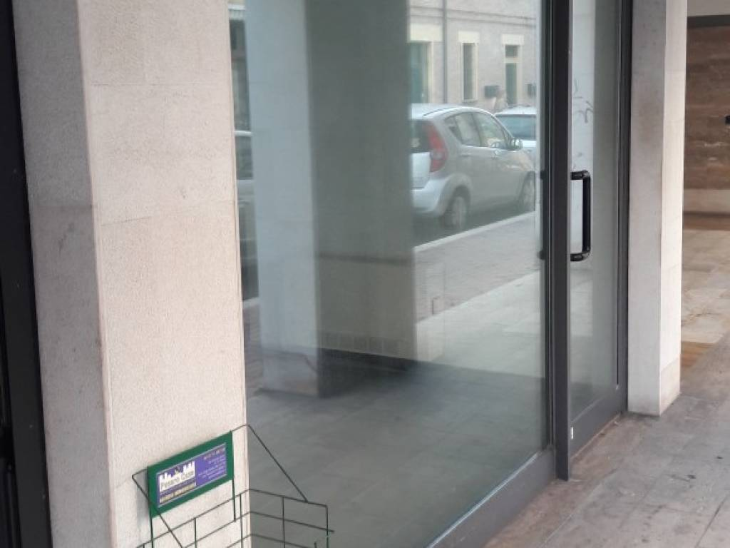 Locale commerciale via Vincenzo Rossi, Pesaro