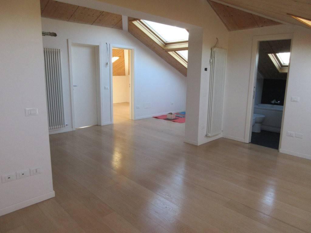 Appartamento in villa viale Guido Postumo, Pesaro