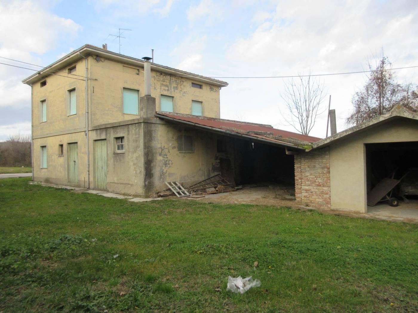 Casale via Toscana, Vallefoglia