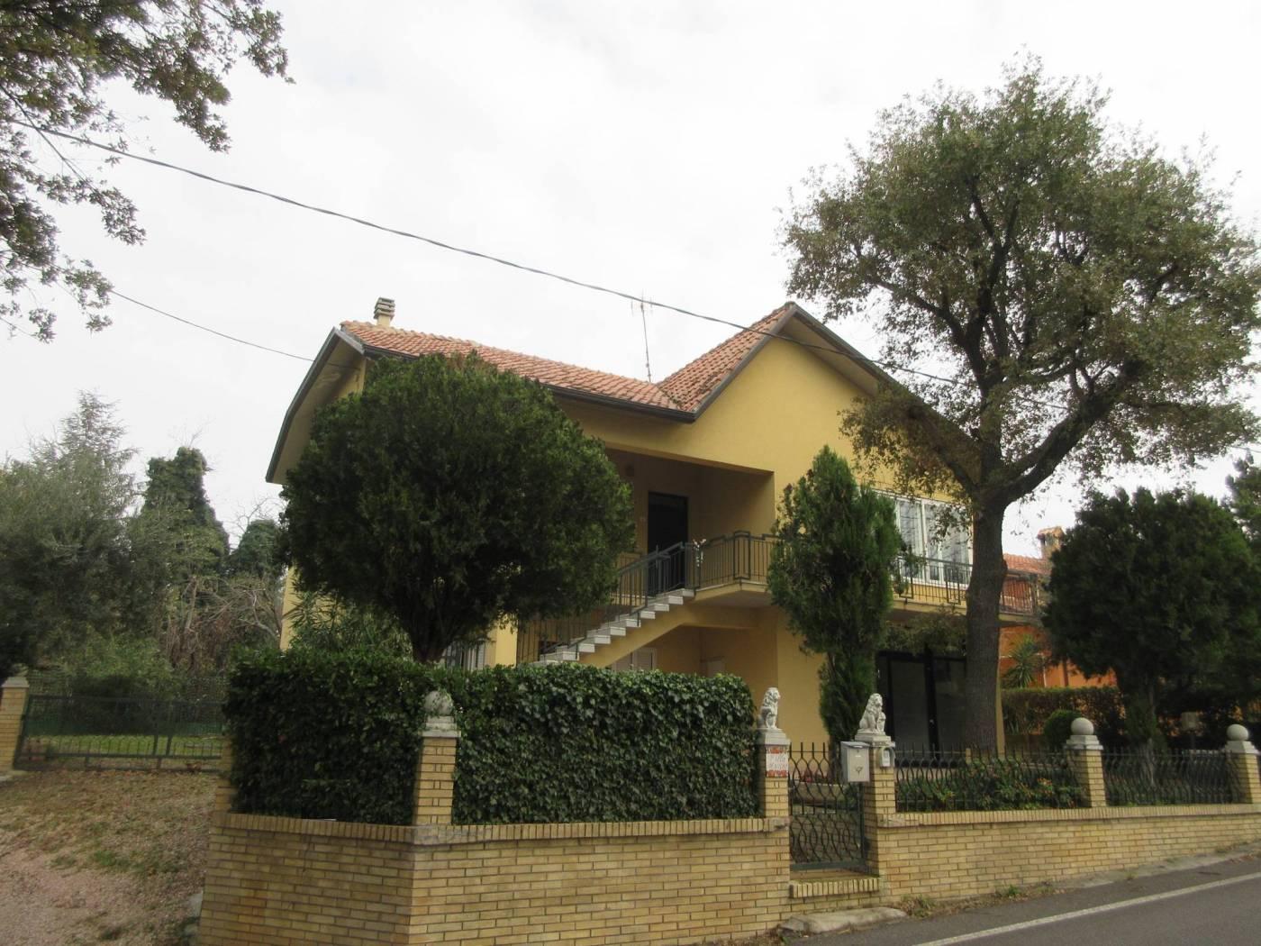Villa bifamiliare via Serra, Vallefoglia