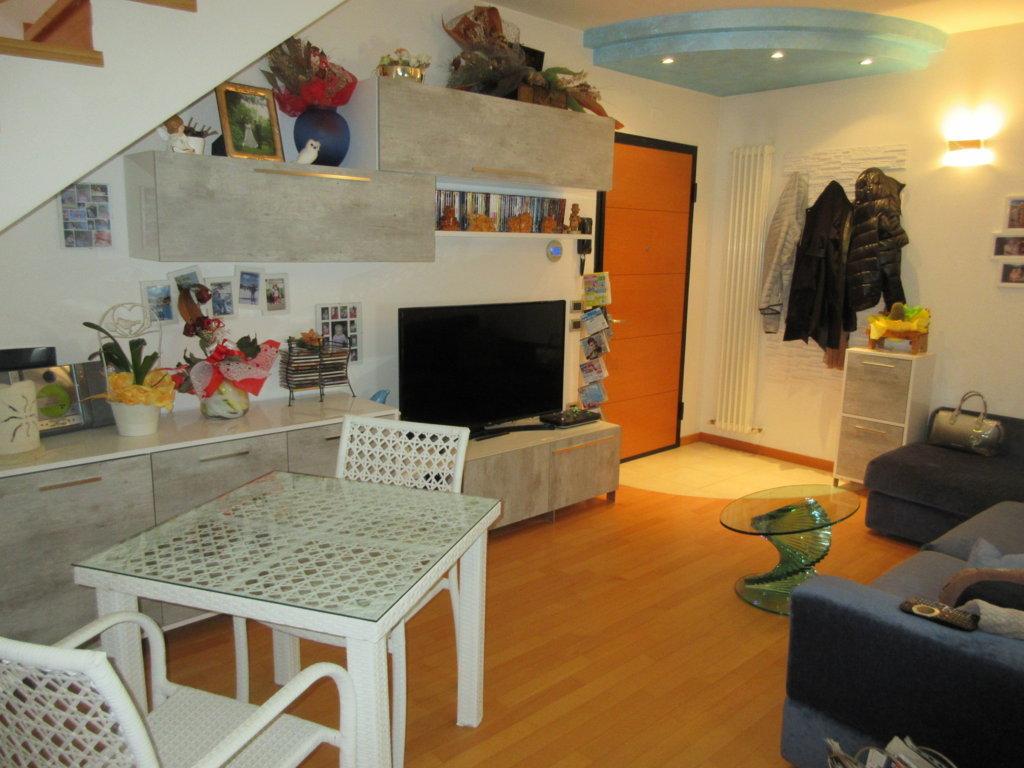 Montecchio 4 locali con ampio terrazzo e garage